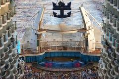 海的绿洲的水色剧院 库存照片