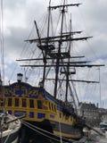 海盗大型驱逐舰复制品在港口圣Malo靠了码头 免版税库存图片
