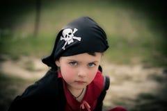 海盗班丹纳花绸的滑稽的女孩 免版税库存照片
