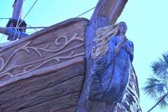 海盗船顶视图在游泳池周围在手段在布埃纳文图拉湖地区 免版税库存照片