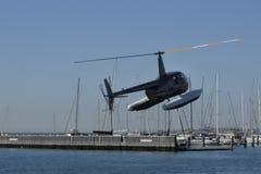 海直升机游览离开 免版税图库摄影