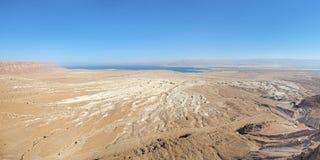 死海看法从马萨达堡垒,以色列的 免版税库存照片