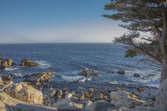 海看法从Pescadero点的沿17英里驱动加利福尼亚 库存照片