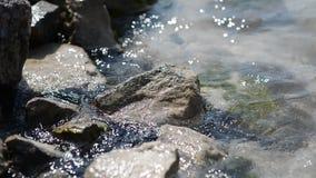 海石头和波浪  股票视频