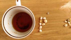 海石头和茶 免版税库存图片