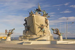 海纪念碑在蓬塔阿雷纳斯,智利 库存照片