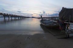 海背景早晨偏僻天空的情感 免版税库存图片
