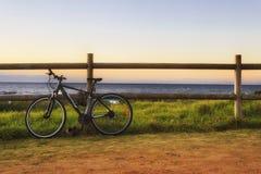 海自行车篱芭 免版税图库摄影