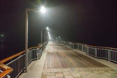 海船坞夜有薄雾的波摩莱在保加利亚 免版税库存照片