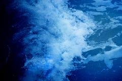 海蓝色波浪的照片 库存照片