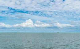 海视图、天空和风 免版税库存照片