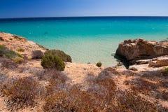 海视图在松属村庄,撒丁岛 免版税图库摄影