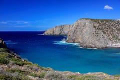 海视图在Cala Domestica,撒丁岛,意大利 免版税库存照片