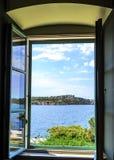 海视图通过窗口 库存照片
