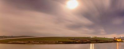 海角农场&水坝在日出前 库存图片