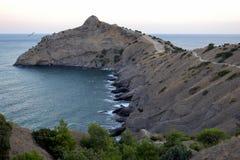 海角和蓝色海湾看法  黑海 克里米亚 免版税库存照片
