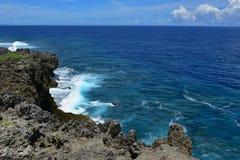 海角在冲绳岛北部的Hedo海岸线  免版税图库摄影