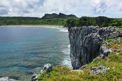 海角在冲绳岛北部的Hedo海岸线  免版税库存照片