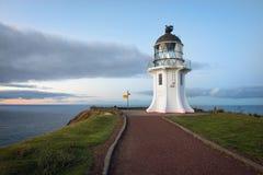 海角在黄昏的Reinga灯塔 库存照片