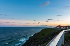 从海角拜伦的太平洋在日落的澳大利亚 免版税库存照片