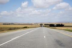 海角纳米比亚高速公路一条长的空的路 库存图片