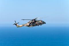 海角罗卡角,葡萄牙- 7月30 :军事直升机arriv 库存照片