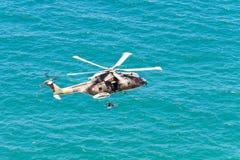 海角罗卡角,葡萄牙- 7月30 :军用直升机采取 免版税库存照片