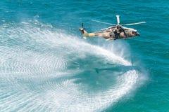 海角罗卡角,葡萄牙- 7月30 :军用直升机采取 免版税图库摄影
