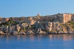 海角蓬塔de s ` Espero陡峭的海岸  梅诺卡岛,西班牙 库存图片