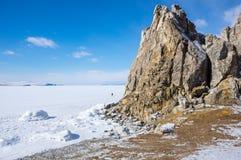海角Burkhan在奥尔洪岛的僧人岩石Baikal湖的 免版税库存照片