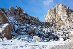 海角Burkhan在奥尔洪岛的僧人岩石Baikal湖的 库存照片