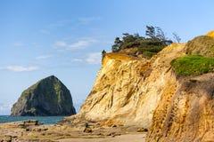 海角Kiwanda干草堆岩石和砂岩形成 库存照片