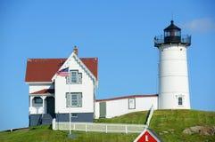 海角Neddick灯塔,老约克村庄,缅因 库存照片