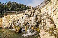 海豚的喷泉,在卡塞尔塔王宫,意大利 免版税库存图片