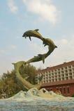 海豚雕象02 免版税库存照片