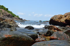 海边小岛重创的果阿 库存照片
