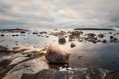 海边日出在赫尔辛基芬兰 免版税库存照片