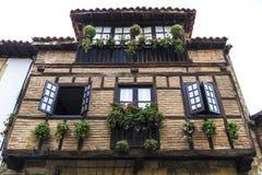 海边的散提亚拿中世纪村庄在西班牙 免版税库存照片