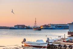 海边风景-日落视图在索佐波尔港口镇  库存图片