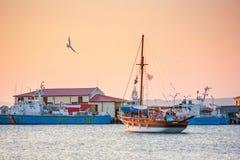 海边风景-日落视图在索佐波尔港口镇  免版税库存照片