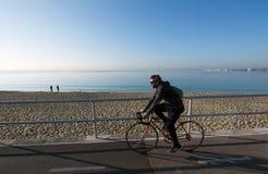 海边骑自行车的路线 免版税库存图片
