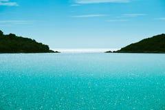 海运、天空和展望期的美丽的景色 免版税图库摄影