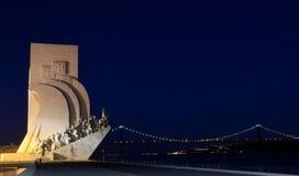 海运发现纪念碑在里斯本在晚上 免版税库存图片
