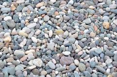 海运向背景扔石头 免版税图库摄影