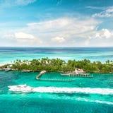 海运和天空 美好的风景加勒比海 戽水者 免版税库存图片