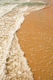 海运在海滩挥动 库存照片