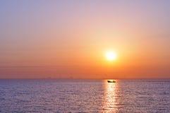 海运日出 免版税库存图片