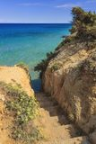 海运楼梯 普利亚最美丽的海岸:Torre Sant `安德里亚,奥特朗托,意大利莱切 免版税库存照片