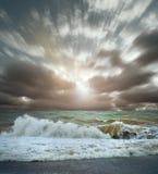 海运海浪横向视图  免版税库存图片