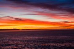 海运蓝色红色黄色黎明横向 免版税库存照片